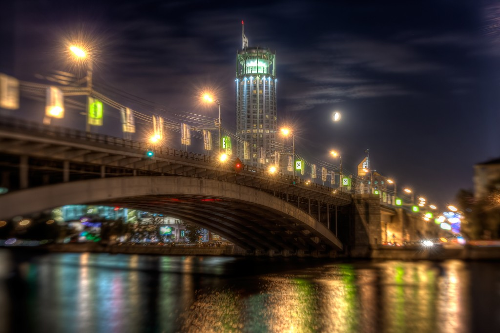 Большой Краснохолмский мост и гостиница «Свиссотель Красные Холмы»