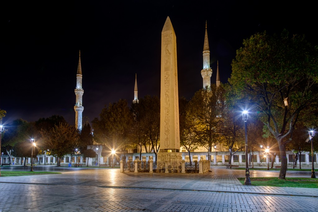 Площадь Султанахмет - Египетский обелиск