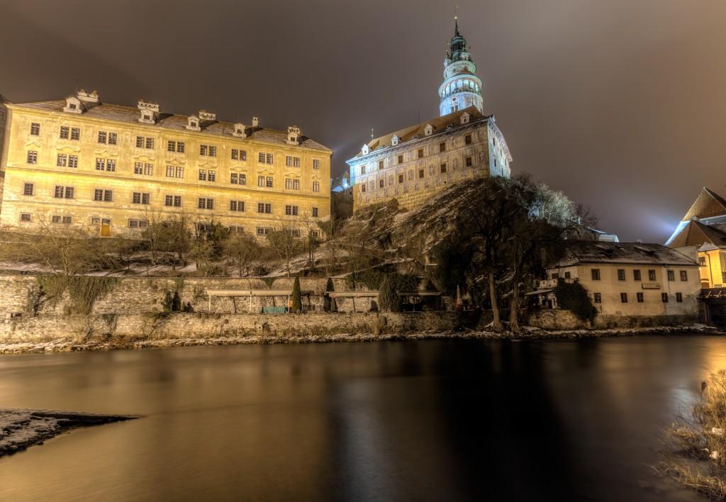 Чешский Крумлов ночью. Замок Крумлова. Ратуша