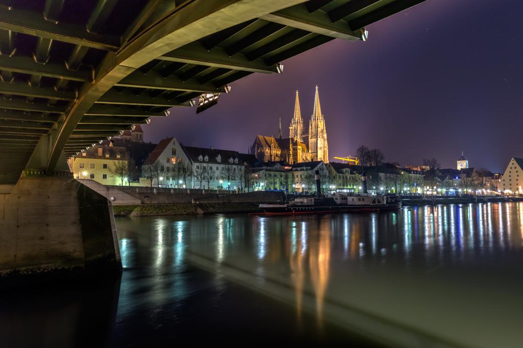 Набережная Регенсбурга ночью